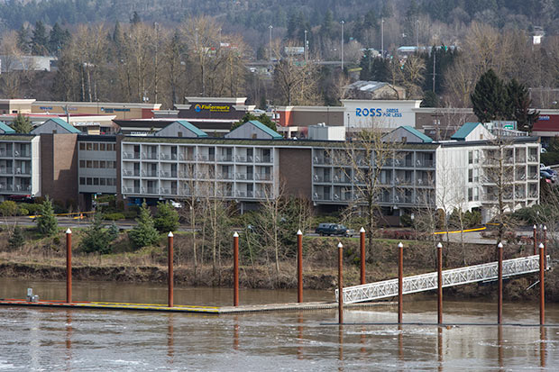 Willamette river places to stay while salmon and sturgeon for Best fishing areas near me